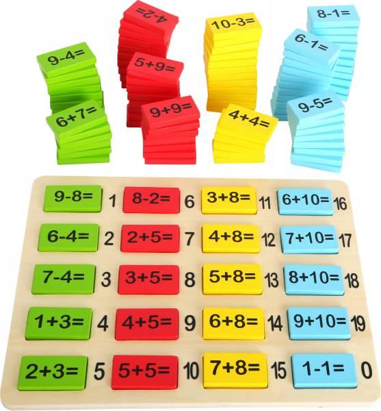 Rechenplättchen in verschiedenen Farben mit Rechenaufgaben